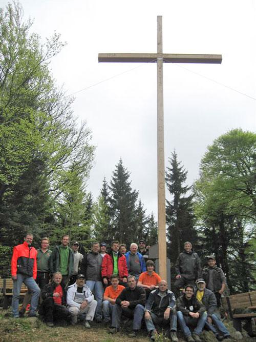 Team Grün Elzach – Neues Sühnekreuz auf dem Braunhörnle