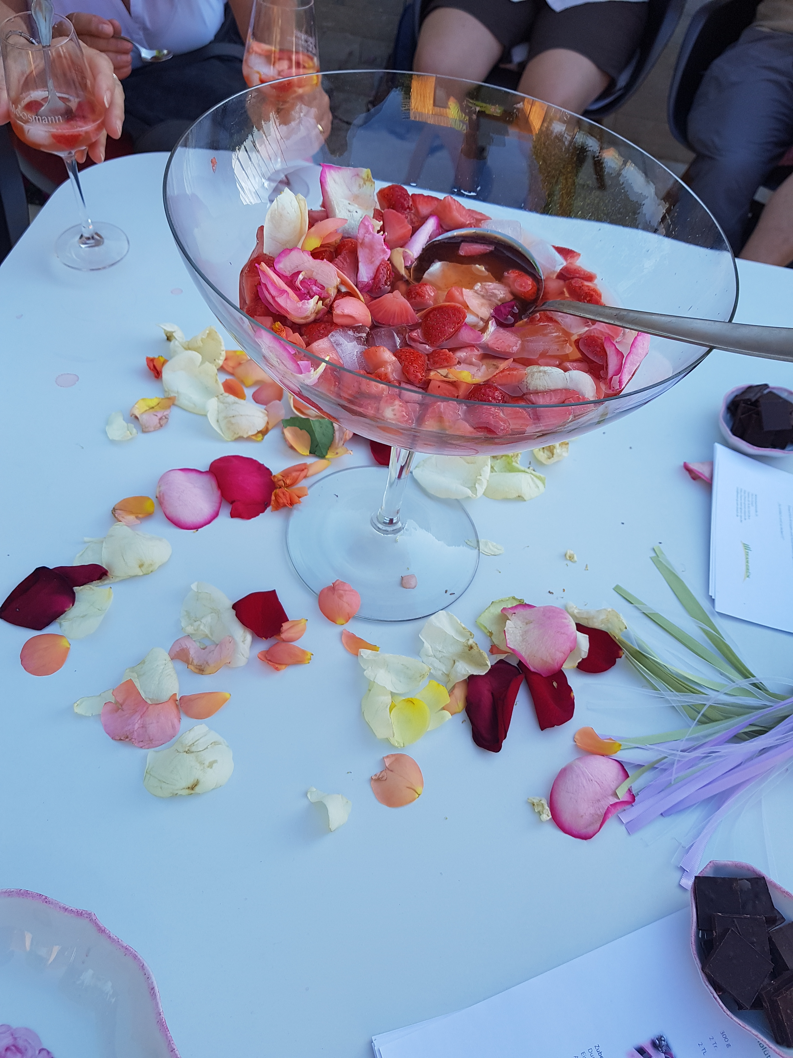 Rosenblüten-Bowle