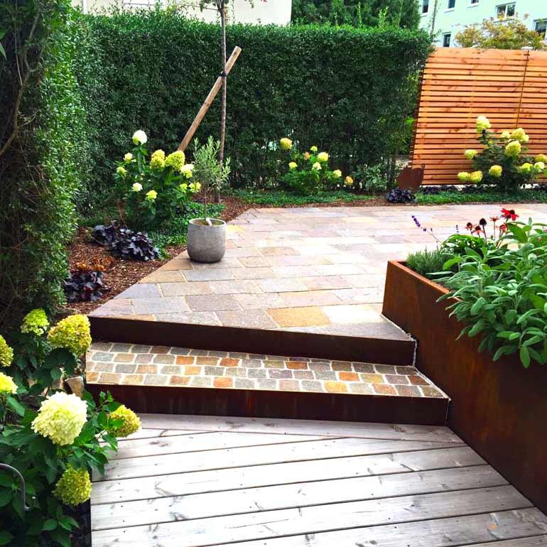 Konzentrierter Gartengenuss